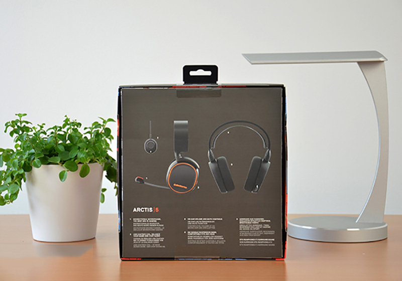 Chiếc tai nghe SteelSeries Arctis 5 1